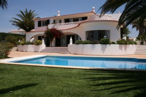 holiday villa for 2 families in the algarve